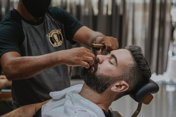 Comment devenir coiffeur-barbier à domicile ?