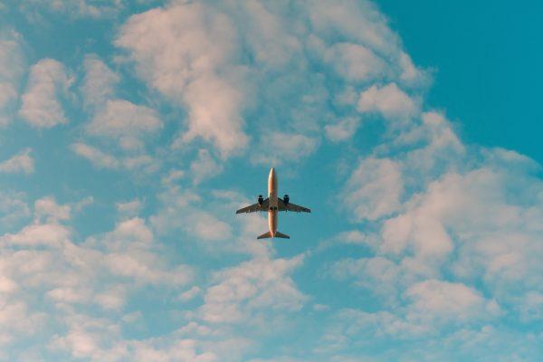 Pourquoi les avions ne volent-ils pas en ligne droite ?